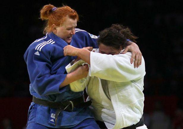 Елена ИВАЩЕНКО (слева) - лучшая россиянка в абсолютной весовой категории Фото AFP