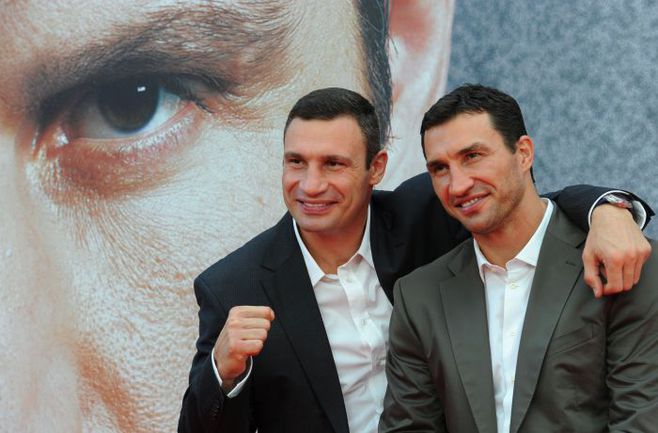 Виталий и Владимир КЛИЧКО (справа). Фото AFP