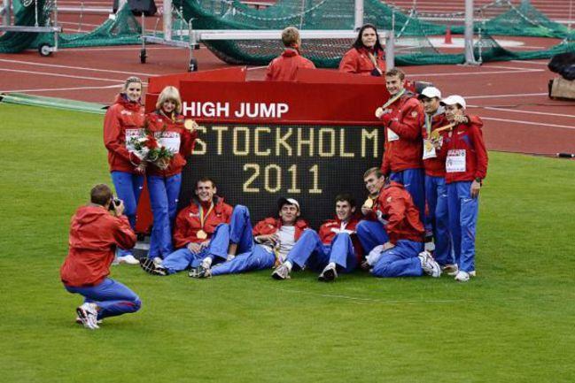 19 июня. Стокгольм. Российская сборная празднует победу в командном чемпионате Европы. Фото REUTERS