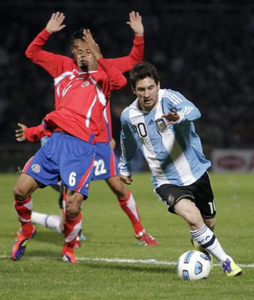 Вчера. Кордоба. Аргентина - Коста-Рика - 3:0. Лидером команды Лионель МЕССИ был и в этом матче: на его счету две голевые передачи. Фото REUTERS