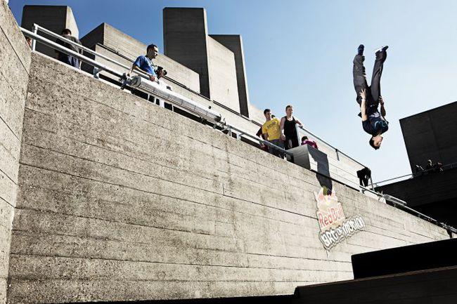 """Девиз паркура - """"Нет границ, есть только препятствия"""". Фото Red Bull Фото """"СЭ"""""""