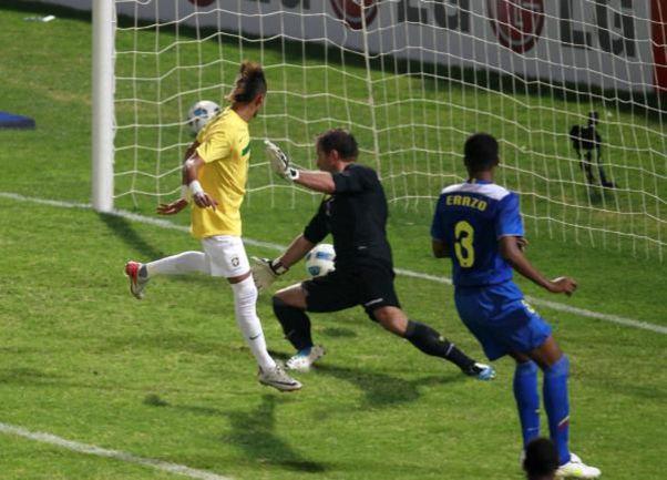 Среда. Кордоба. Бразилия - Эквадор - 4:2. 71-я минута. НЕЙМАР устанавливает окончательный счет. Фото REUTERS