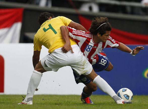 Сборная Парагвая и Нельсон ВАЛЬДЕС (№18) на Copa America сотворили одну из сенсаций: обыграли бразильцев уже в 1/4 финала Фото AFP