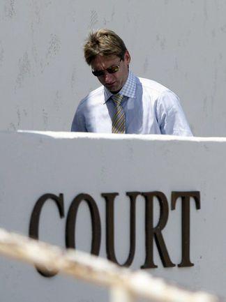 27 августа 2010 года. Скоттсдэйл. Николай ХАБИБУЛИН покидает здание аризонского суда. Фото REUTERS