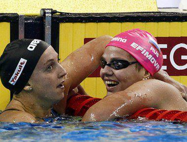 Вчера. Шанхай. Юлия ЕФИМОВА (справа) и чемпионка мира американка Ребекка СОНИ Фото REUTERS