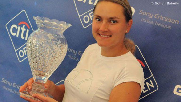 """Воскресенье. Колледж-Парк. Чемпионка City Open-2011 Надежда ПЕТРОВА. Фото официального сайта WTA Фото """"СЭ"""""""