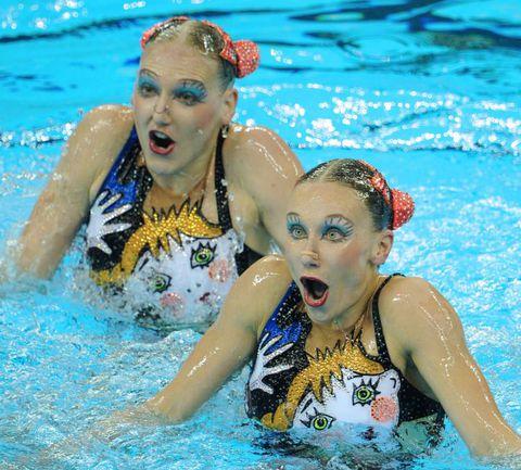 Шанхай. Чемпионки мира Светлана РОМАШИНА и Наталья ИЩЕНКО (справа). Фото AFP
