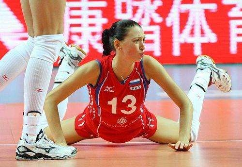Четверг. Макао. Россия - Сербия - 1:3. Евгения СТАРЦЕВА в этот вечер пасовала старательно, но не безупречно. Фото FIVB Фото «СЭ»