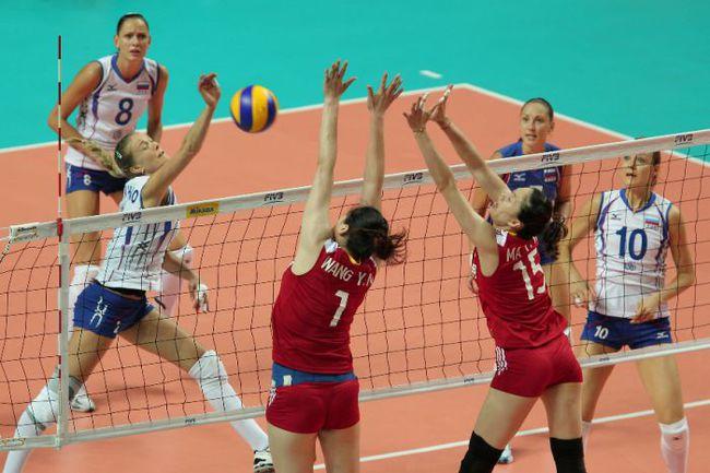 Пятница. Макао. Китай - Россия - 0:3. В атаке Леся МАХНО. Фото FIVB Фото «СЭ»
