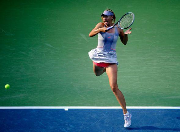 Понедельник. Нью-Йорк. Мария ШАРАПОВА в стартовом поединке US Open-2011 с Хизер УОТСОН. Фото AFP