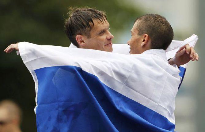 Суббота. Тэгу. Денис НИЖЕГОРОДОВ (слева) и Сергей БАКУЛИН. Фото Reuters