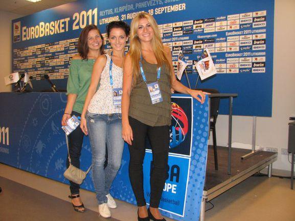 """Девушки из группы поддержки, выступающей на матчах Евробаскета-2011. Фото """"СЭ"""""""