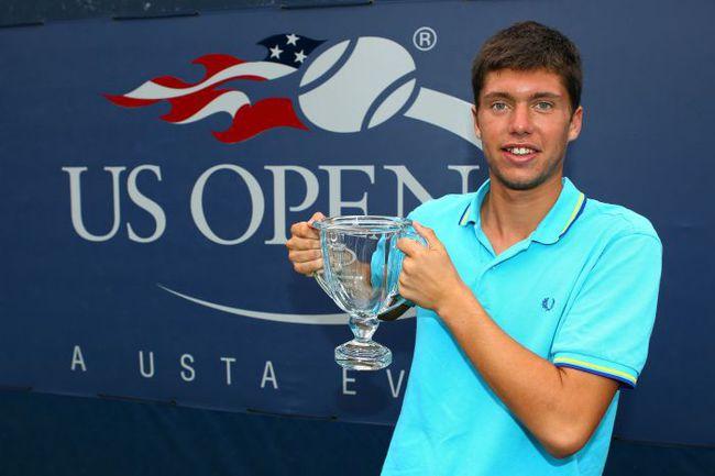 Воскресенье. Нью-Йорк. Оливер ГОЛДИНГ с кубком чемпиона US Open. Фото AFP