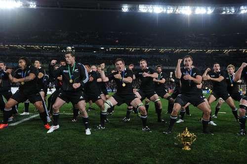 Сегодня. Окленд. Франция - Новая Зеландия - 7:8. Сборная Новой Зеландии демонстрирует победный танец после завоевания Кубка мира. Фото AFP