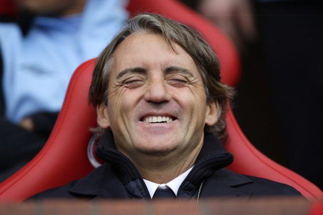"""Наставник """"горожан"""" не может скрыть улыбку после разгрома принципиального соперника на """"Олд Траффорд"""". Фото AFP"""