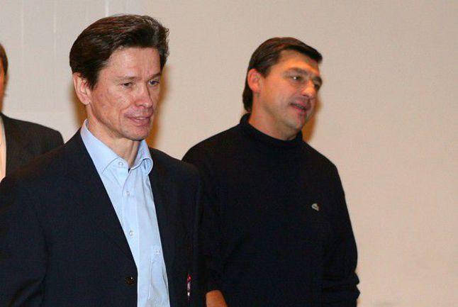 """Экс-наставник """"Барыса"""" Андрей ХОМУТОВ (справа) и Вячеслав БЫКОВ. Фото Алексея ИВАНОВА, """"СЭ"""" Фото """"СЭ"""""""