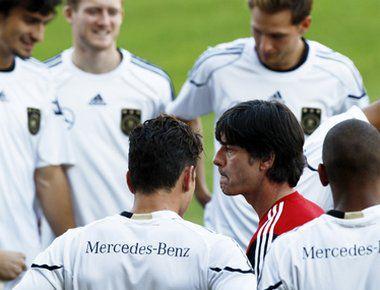 Йоахим ЛЕВ и его сборная - среди главных фаворитов предстоящего Euro-2012. Фото REUTERS