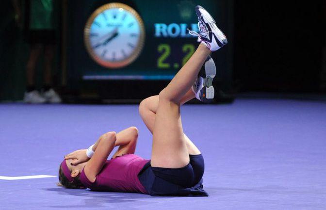 Воскресенье. Стамбул. Петра КВИТОВА празднует победу над Викторией Азаренко в финале WTA Championship. Фото AFP