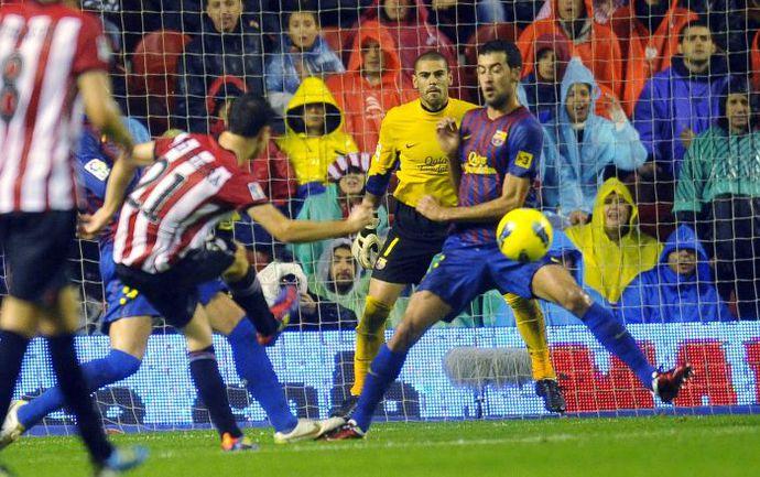 """Вчера. Бильбао. """"Атлетик"""" - """"Барселона"""" - 2:2. Андер ЭРРЕРА (№21) открывает счет в матче. Фото REUTERS"""