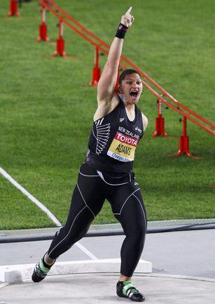 Чемпионка мира в толкании ядра Валери АДАМС из Новой Зеландии возглавила шорт-лист лучших легкоатлеток по итогам уходящего года. Фото REUTERS
