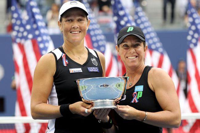 Чемпионки US Open Лизель ХУБЕР и Лайза РЭЙМОНД. Фото AFP
