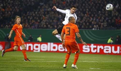 Вторник. Гамбург. Германия - Голландия - 3:0. Гол Мирослава КЛОЗЕ. Фото REUTERS