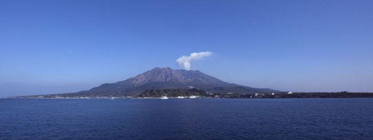 """Кагосима. Вид с берега на вулкан. Фото en.wikipedia.org. Фото """"СЭ"""""""