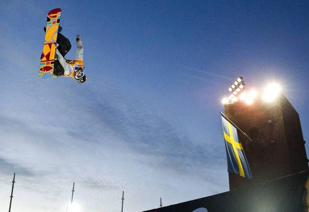 Суббота. Стокгольм. Одним из двух сноубордистов, которым Алексей Соболев уступил на этапе Кубка мира в биг-эйре, стал победитель соревнований Никлас МАТТССОН. Фото REUTERS