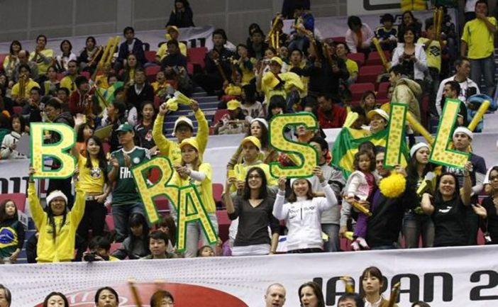 """Сегодня. Хамамацу. Болельщики сборной Бразилии. Фото fivb.org. Фото """"СЭ"""""""