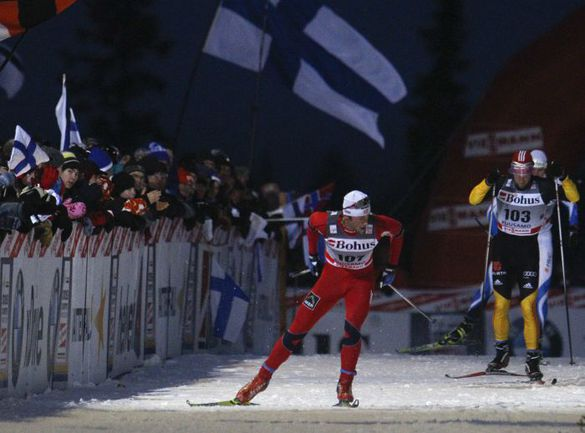 Суббота. Петтер НОРТУГ (№107) побеждает на 10-километровой дистанции. Фото REUTERS