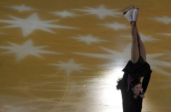 Вчера. Москва. Показательные выступления Юко КАВАГУТИ и Александра СМИРНОВА. Фото REUTERS