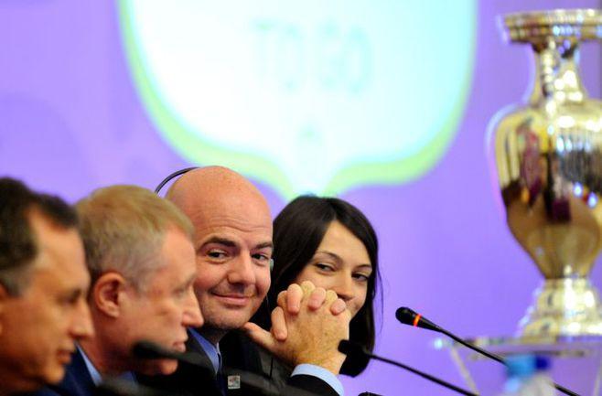 Совместная пресс-конференция президента Федерации футбола Украины Григория СУРКИСА (второй слева) и генерального секретаря УЕФА Джанни ИНФАНТИНО (третий слева). Фото AFP
