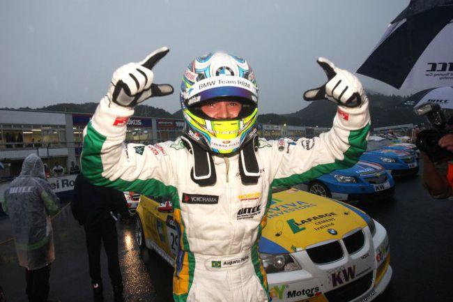 """Бразилец участвовал в гонках формул, потом перешел в WTCC под знамена """"Альфа Ромео"""", а с 2007 года выступает в разных чемпионатах как заводской гонщик BMW. Фото BMW. Фото """"СЭ"""""""