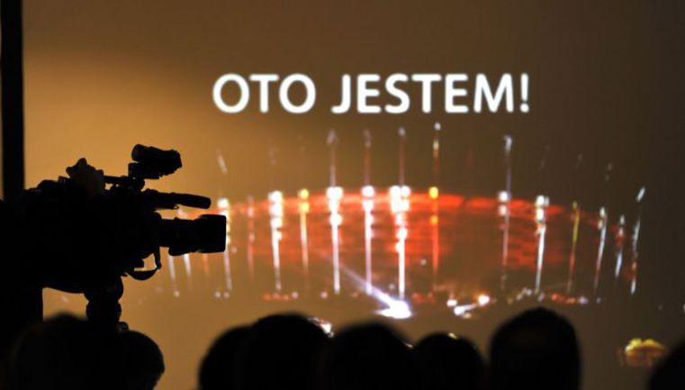 """Пятница. Варшава. Презентация Национального стадиона, на котором сборная России проведет матчи с Польшей и Грецией. Надпись на арене: """"Я здесь!"""". Фото """"СЭ"""""""