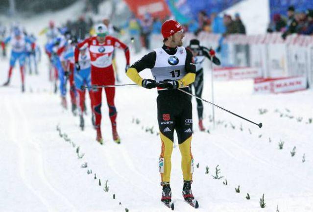 Пятница. Оберхоф. Аксель ТАЙХМАНН (на переднем плане) финиширует первым в гонке преследования. Фото REUTERS