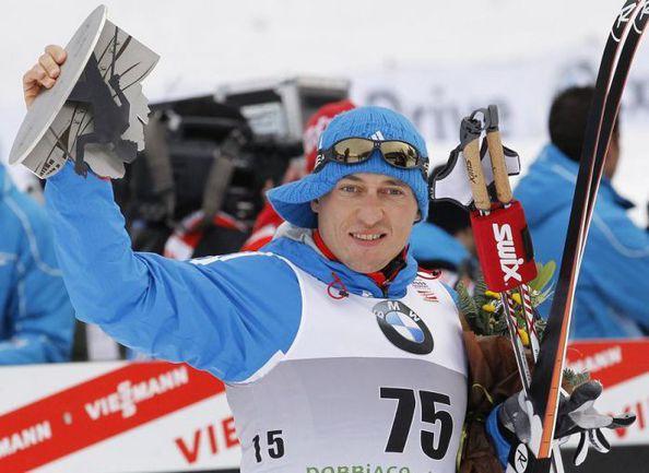 Вторник. Тоблах. Александр ЛЕГКОВ на церемонии награждения. Фото REUTERS