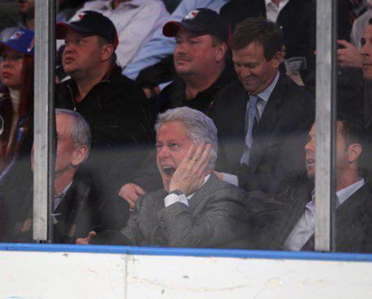 "Четверг. Нью-Йорк. ""Рейнджерс "" - ""Флорида"" - 3:2 ОТ. Эмоции Билла КЛИНТОНА. Фото AFP"
