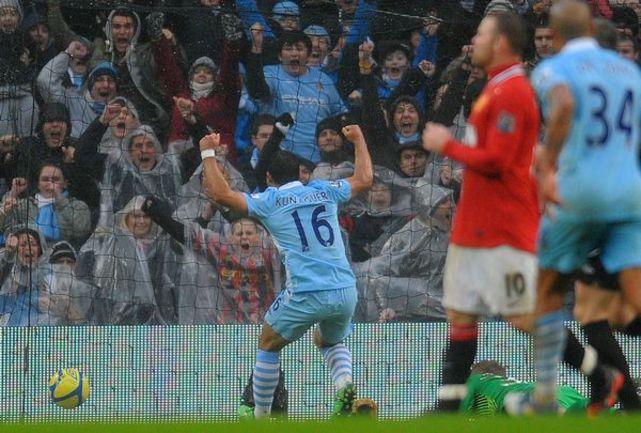 """Воскресенье. Манчестер. """"Манчестер Сити"""" - """"Манчестер Юнайтед"""" - 2:3. Только что Серхио АГУЭРО провел второй мяч в ворота """"Юнайтед"""", но отыграться его команде не суждено. Фото AFP"""