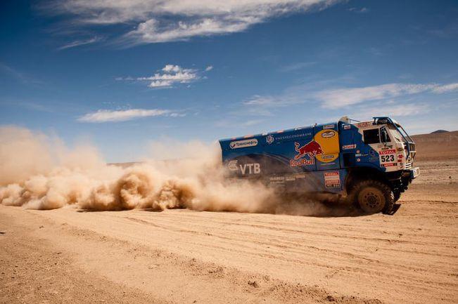 """У всей первой десятки зачета грузовиков наверняка сейчас только одна цель - финишировать. Не думая о возможностях выиграть одну-две позиции. Фото """"СЭ"""""""