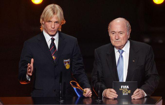 Понедельник. Цюрих. Симоне ФАРИНА (слева) и Йозеф БЛАТТЕР. Фото AFP
