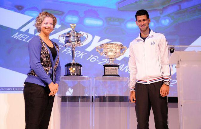 """Сегодня. Мельбурн. Церемония жеребьевки Australian Open-2012. Победители турнира 2011 года Ким КЛИЙСТЕРС (слева) и Новак ДЖОКОВИЧ. Фото официального сайта Australian Open. Фото """"СЭ"""""""