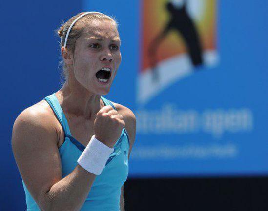 Вчера. Мельбурн. Нина БРАТЧИКОВА выходит в 1/16 финала Australian Open-2012. Фото AFP
