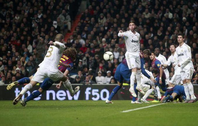 "Среда. Мадрид. ""Реал"" - ""Барселона"" - 1:2. Гол Карлеса ПУЙОЛЯ (№5). Фото REUTERS"