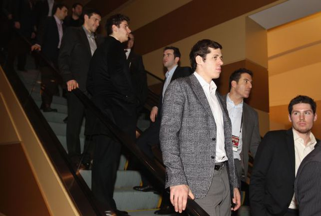 Сегодня. Оттава. Евгений МАЛКИН (в центре), выбранный в первую пятерку команды Хары, перед церемонией драфта Матча звезд НХЛ. Фото AFP