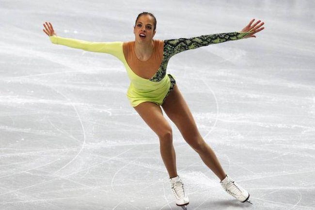 """Пятница. Шеффилд. Итальянка Каролина КОСТНЕР захватила лидерство в женском одиночном катании после короткой программы. Фото """"СЭ"""""""