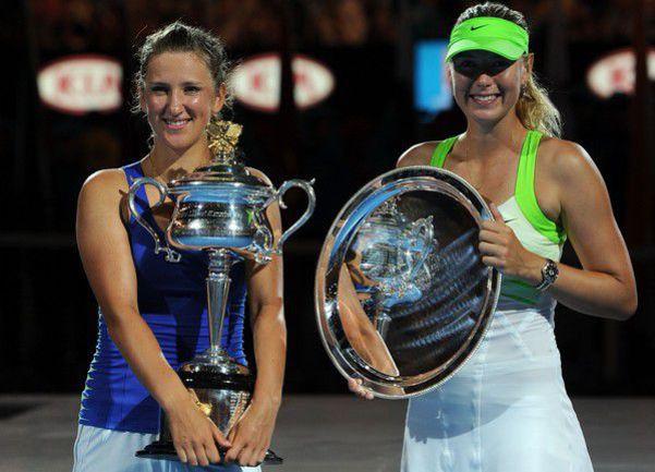 Суббота. Мельбурн. Чемпионка Australian Open-2012 Виктория АЗАРЕНКО (слева) и финалистка Мария ШАРАПОВА. Фото AFP