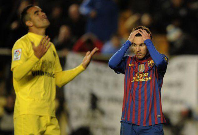 """Суббота. Вильярреал. """"Вильярреал"""" - """"Барселона"""" - 0:0. Аргентинскому нападающему каталонцев Лионелю МЕССИ (справа), как и его команде, на этот раз отличиться не удалось. Фото AFP"""