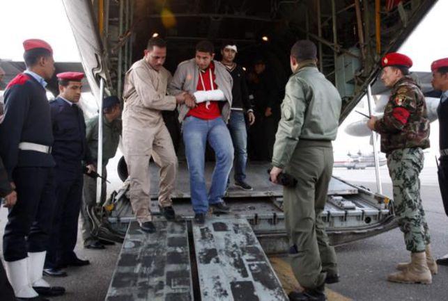В результате побоища около тысячи человек получили повреждения, многие из которых были доставлены в Каир. Фото REUTERS