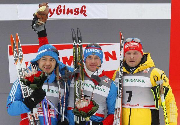 Вчера. Демино. Максим ВЫЛЕГЖАНИН (в центре) и Илья ЧЕРНОУСОВ (слева). Фото REUTERS