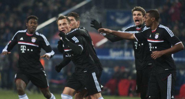 """Суббота. Гамбург. """"Гамбург"""" - """"Бавария"""" - 1:1. Только что Ивица ОЛИЧ (в центре) сравнял счет в матче. Фото AFP"""